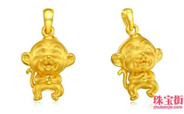 """金猴饰品、寓意挂件受消费者追捧   记者在店内看到各式各样的猴年生肖吊坠、寓意挂件摆放在了显眼位置,以吸引消费者购买。 """"购买黄金首饰除了关注它的价格、工艺等,美好的寓意也很重要,象征着吉祥如意、福寿无疆、长长久久的首饰往往是热门之选。""""一家金店工作人员表示。   市民马先生说:""""每年都是给孩子发红包,没有一点新意,今年是猴年,都说金猴送福,不妨买两件金猴饰品,送给孩子,寓意好,而且黄金有收藏价值。""""   """"春节期间的销售额可以说节节攀高,"""
