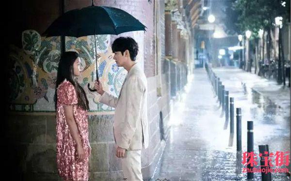 大热韩剧《蓝色大海的传说》,讲的是全智贤饰演的美人鱼遇到了李敏镐