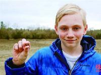 14岁少年逛公园 撞大运捡到大钻石