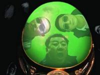 腾冲老城区上演现实版《疯狂的石头》 民众疯狂挖掘翡翠碎料