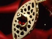 内地赴香港旅行团下跌9成 珠宝等奢侈品销售额大幅下跌逾40%