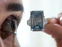 28克拉钻石以211万美元成交 打破网上有史以来最昂贵的珠宝